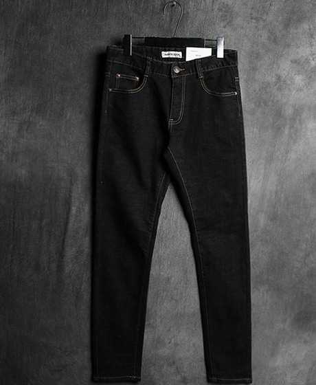 P-5557BLACK STRAIGHT DENIM PANTSColor : 1 colorMaterial : denim