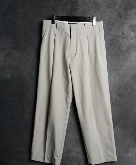 P-5616BASIC BAGGY SLACKS PANTSColor : beige/blackMaterial : cotton/poly