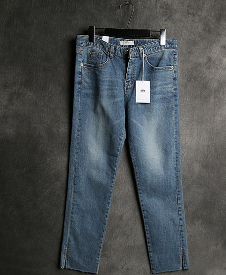 P-6086INCISION DENIM PANTSColor : 1 colorMaterial : cotton